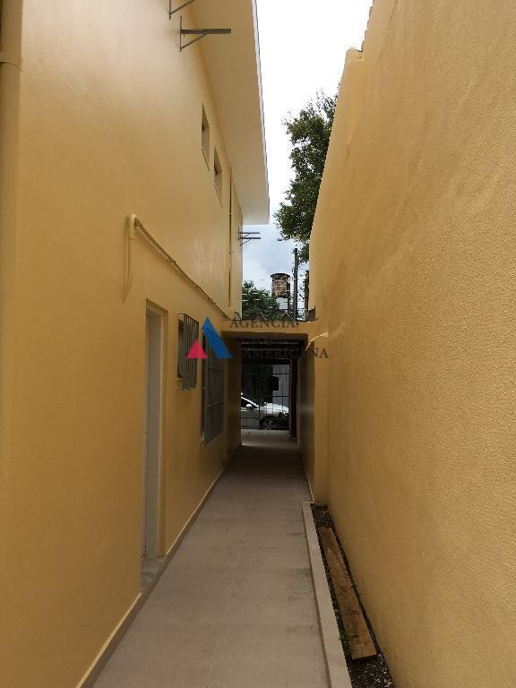 belo sobrado em rua tranquila e bem localizadosão 4 dormitórios, sendo 1 suite, com banheiros reformadossala...
