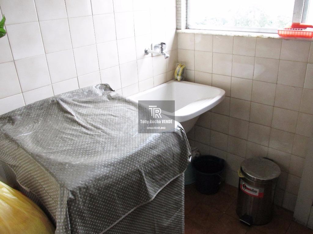 tony rocha vende: amplo apartamento composto por sala, 01 dormitório, banheiro social, copa cozinha, área, banheiro...