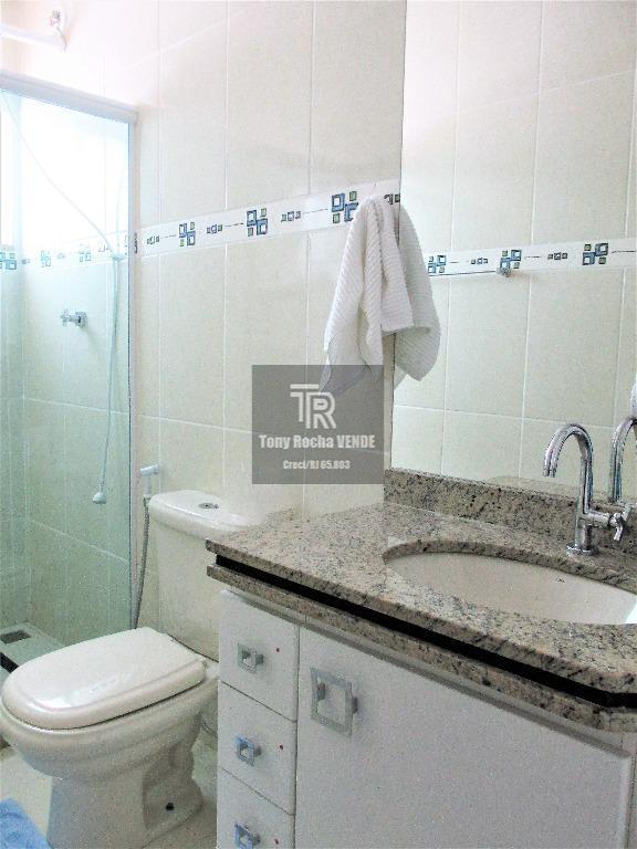 tony rocha vende: maravilhosa casa em condomínio fechado, situada no bairro de são francisco, zona sul...