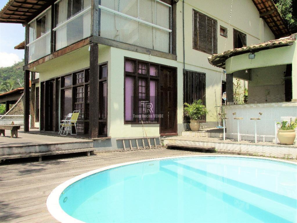 GIGANTESCA Casa 5 Quartos, 4 Garagens, com 640m² de Terreno na Orla da Praia - Charitas