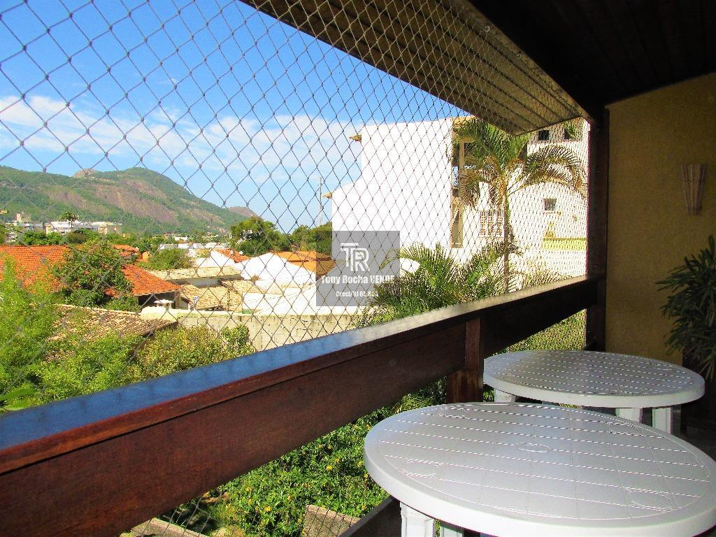 tony rocha vende: duas excelentes casas em itaipu, região oceânica da cidade de niterói. imóvel originalmente...