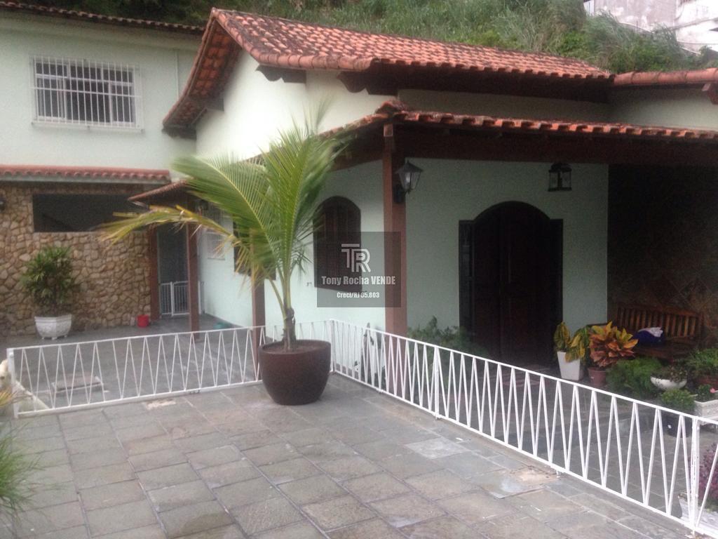 RARIDADE Casa 3 Quartos, Garagem 588mts de Terreno - Pé Pequeno