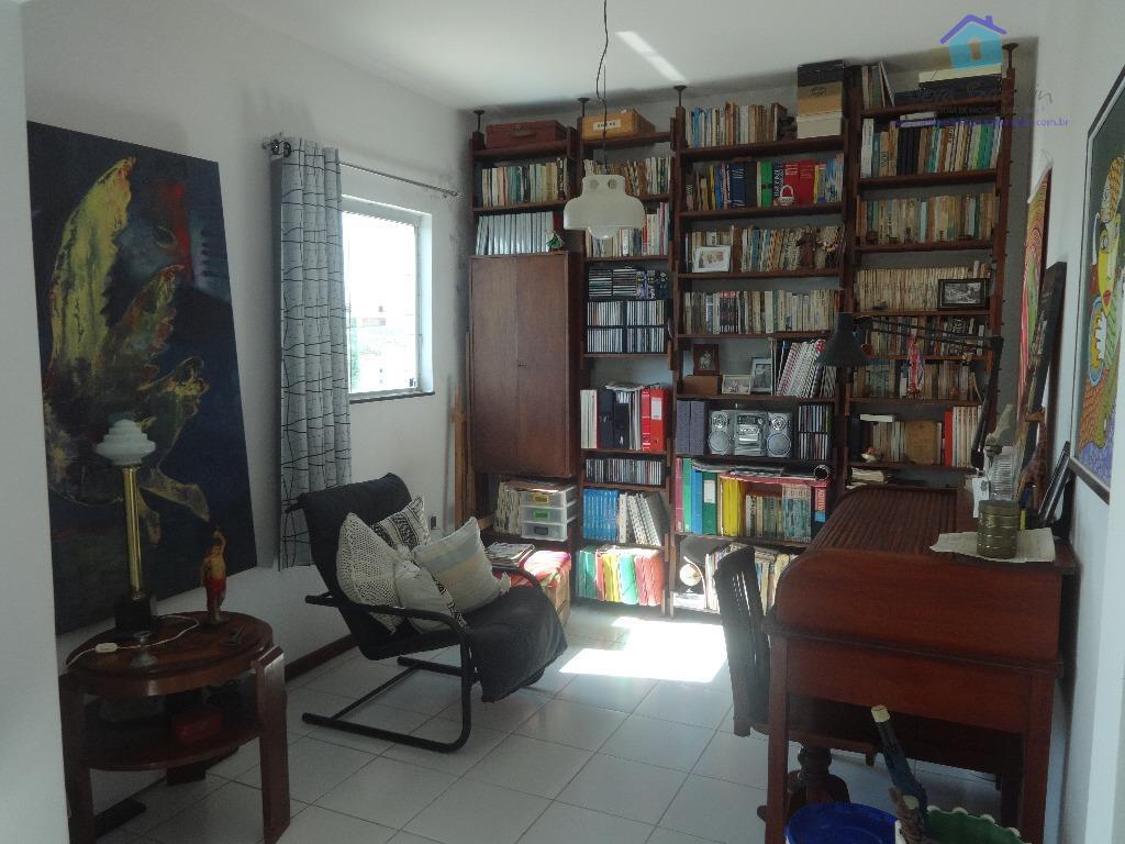 apartamento, frente para o nascente, linda vista, ventilado e espaçoso. dois quartos sendo uma suíte. vendo...