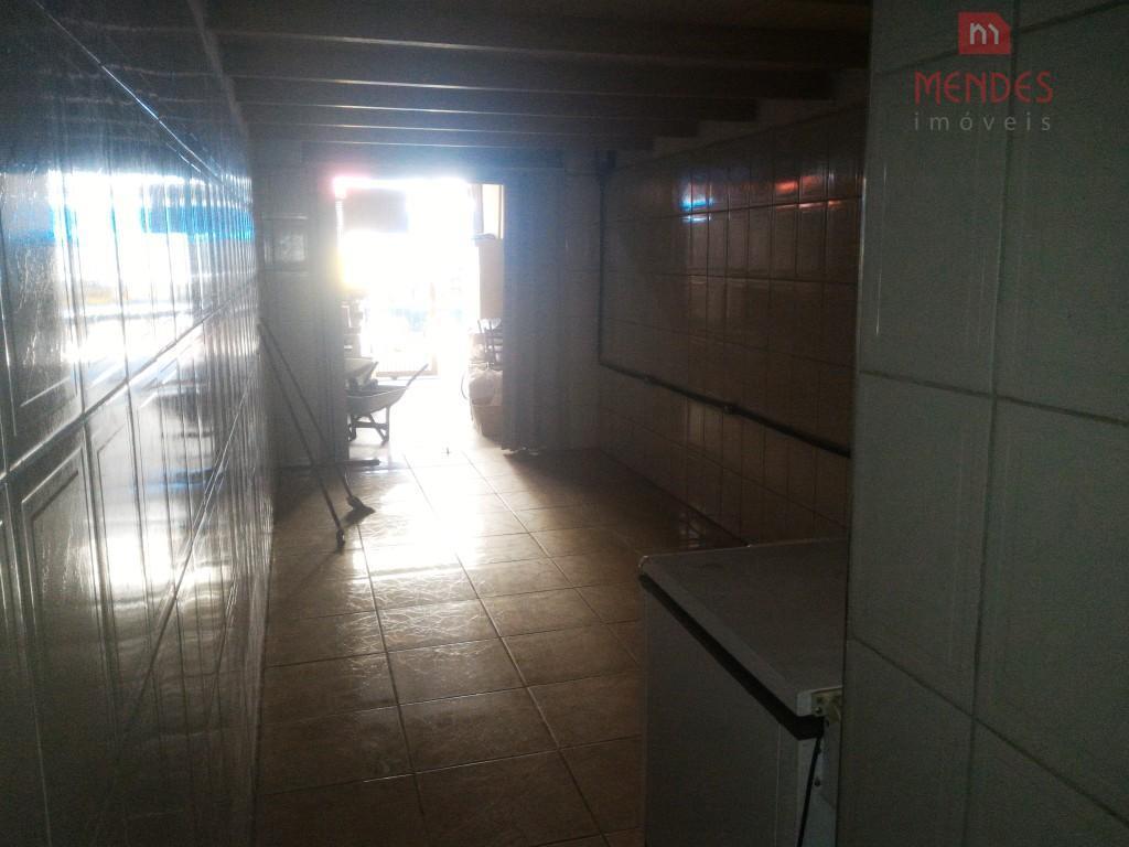 salão comercial na vila progresso. aproximadamente 80m².cozinha, deposito e banheiro.na rua tem vários comércios e feira...