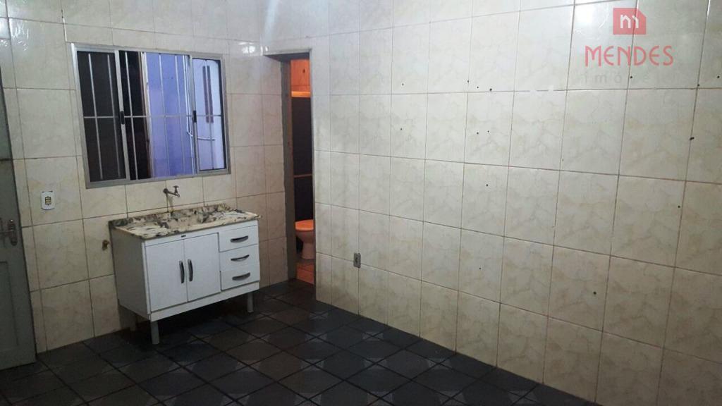 02 cômodos grandes casa térrea independente 01 dormitório, cozinha, banheiro e lavanderia.sem vaga. próximo ao metro...