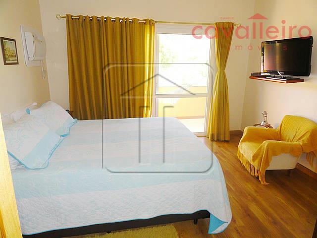 excelente residência em condomínio fechado, segurança 24h, arborizado,com excelente estrutura e ótima área de lazer.primeiro pavimento...