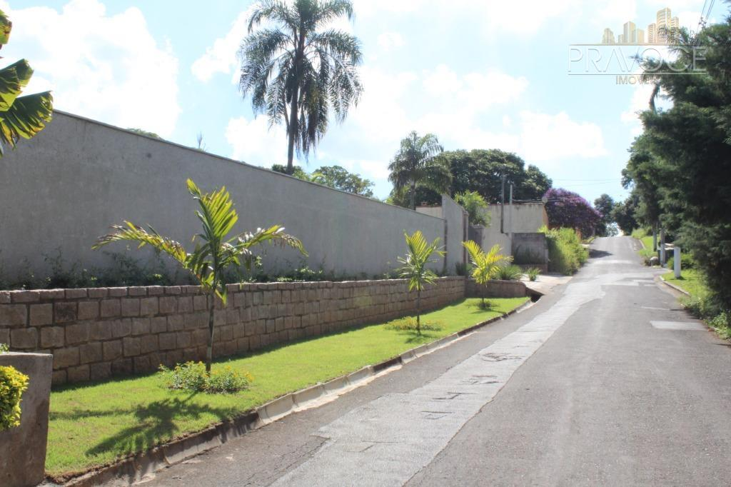 lindíssimo lote, plano, totalmente murado, localização excelente, em rua tranquila ,com 22,65m de frente.à 1km do...