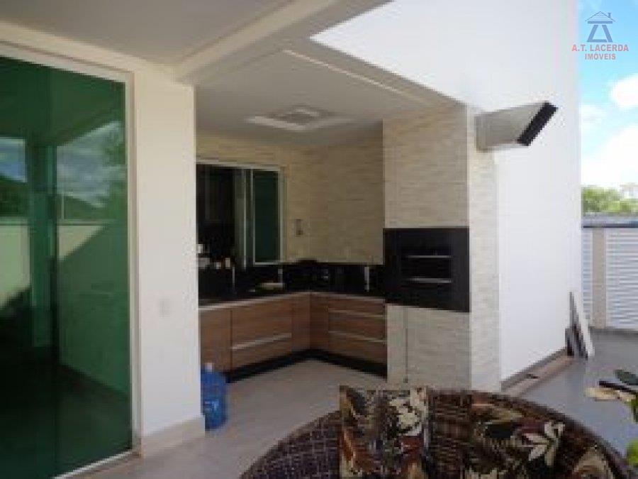 composta por 02 salas, 04 quartos, sendo 01 suíte todos com armários, 02 banhos sociais, cozinha...