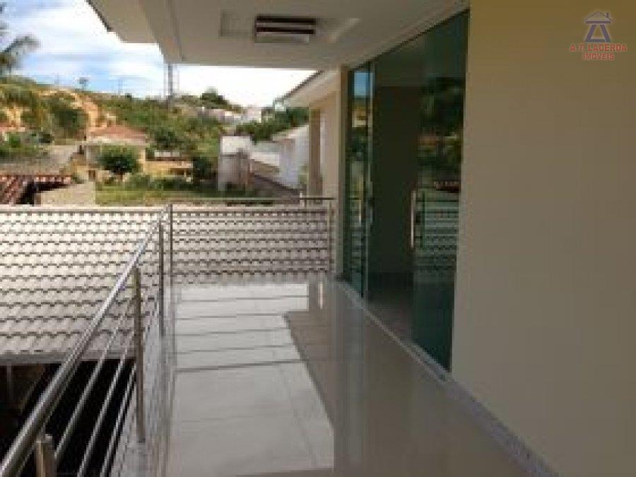linda casa (nova) em ótima localização no bairro, composta por 04 quartos sendo 02 suítes, 04...