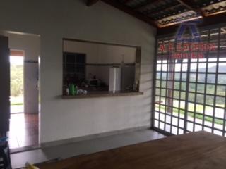 vende-se linda chácara com a área de aproximadamente 5.500 m², distante 16 km da cidade, possuindo...