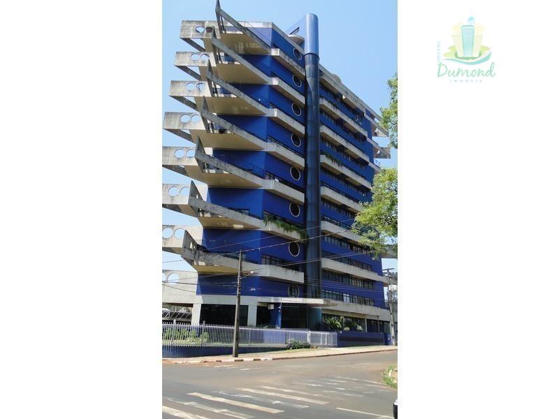 Apartamento no Edifício Alto Paraná, no Centro.