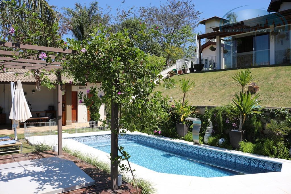 maravilhoso sobrado com vista permanente para o lago!!! casa impecável, sem detalhes de manutenção, lindo paisagismo...