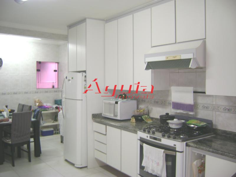 Sobrado de 3 dormitórios em Parque Jaçatuba, Santo André - SP