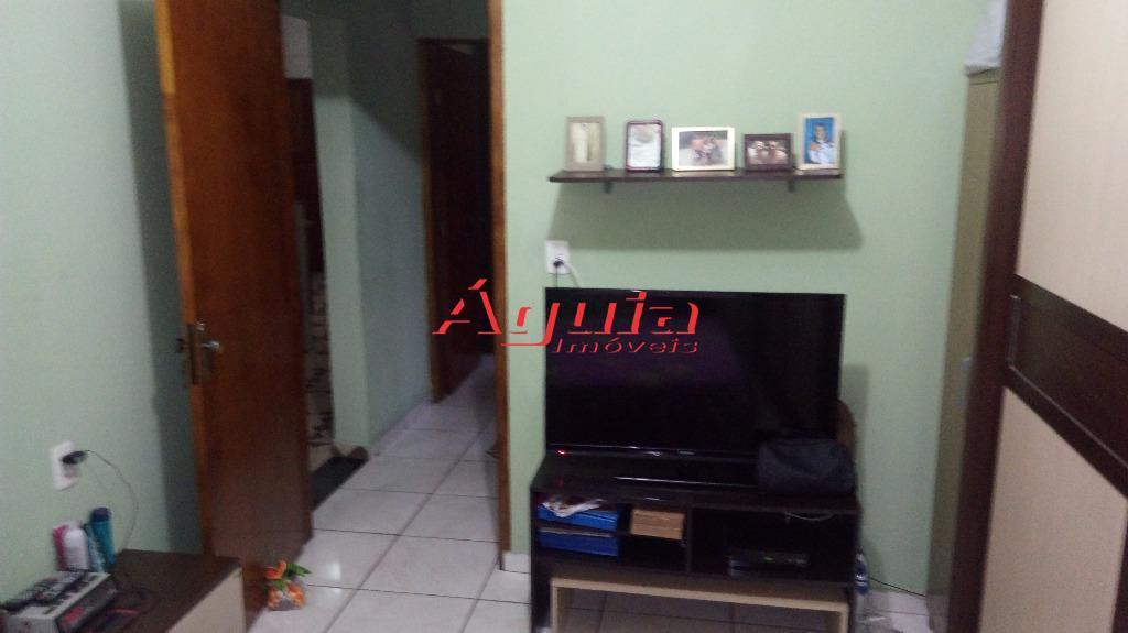 Casa de 2 dormitórios à venda em Parque Jaçatuba, Santo André - SP