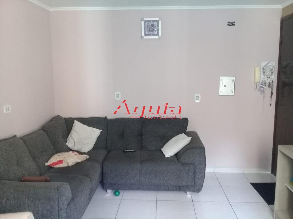 Apartamento com 2 dormitórios à venda, 55 m² por R$ 185.000