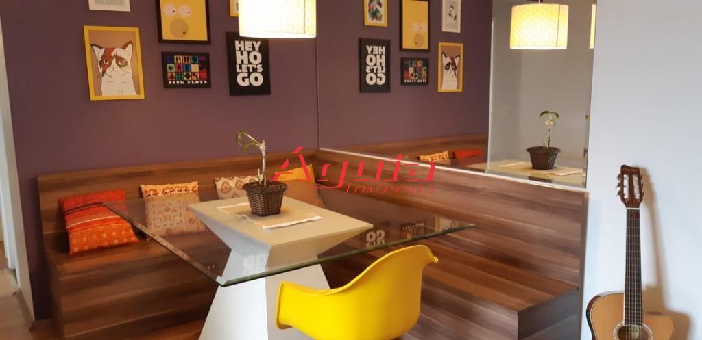 Apartamento com 3 dormitórios à venda, 66 m² por R$ 290.000