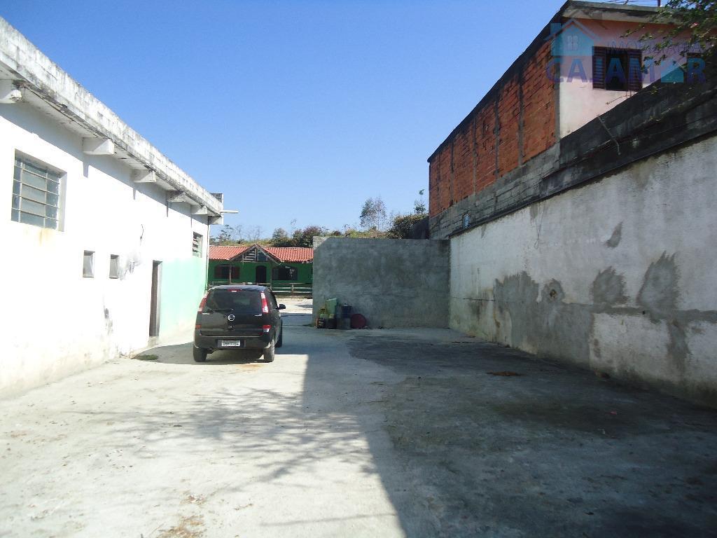 casa com salão para locação no guaturinho. ótima localização, na avenida principal de frente com os...