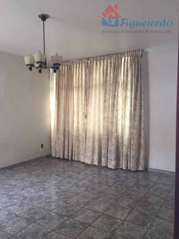 Casa plana. 3 dorms 2 com armario. wc social. sala 2 ambientes. cozinha. area de servico com armario. area externa coberta. edicula. garagem para 2 autos. at 250m2 - ac 160m2....