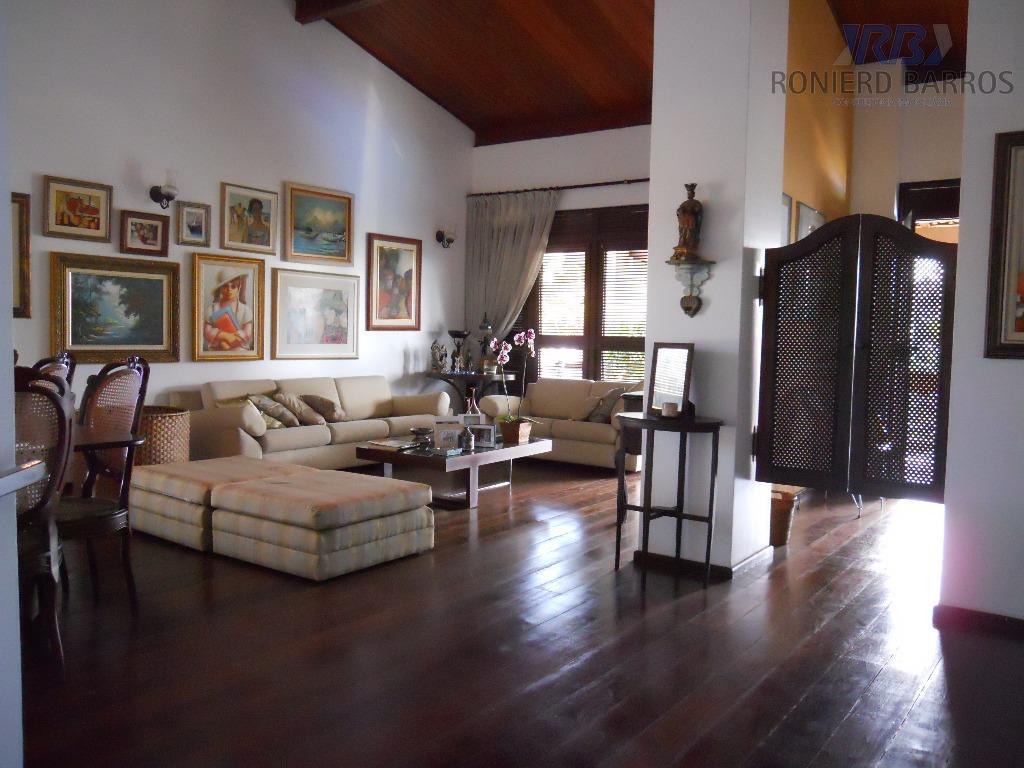 ampla casa c/ hall de entrada, sala de estar e jantar, lavabo, esc, toda c/ varanda,...