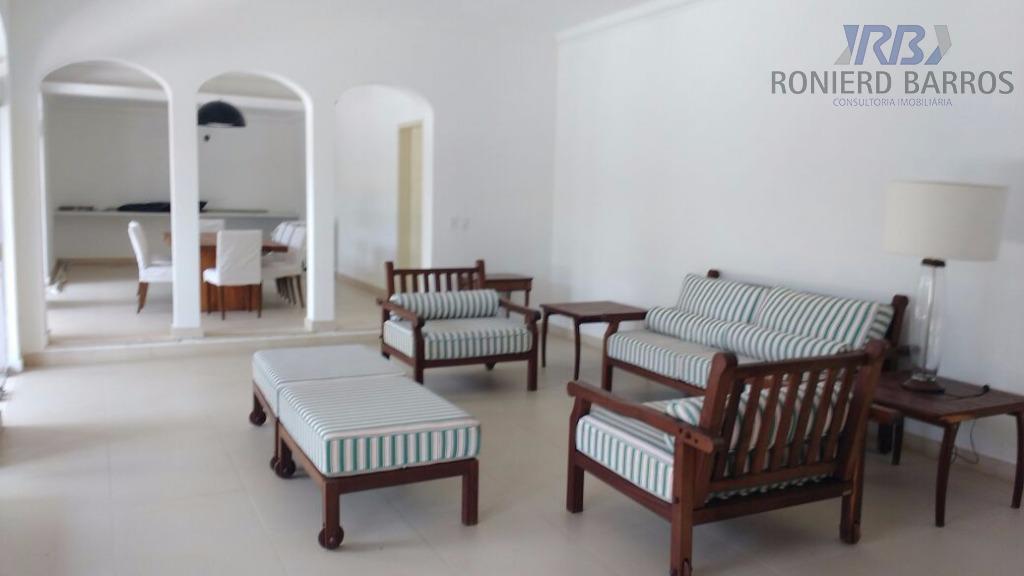 linda casa próx a praia, composta de sala de estar e jantar, sala de tv, lavabo,...