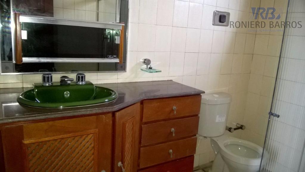 casa composta de sala de estar e jantar, três quartos, uma suite, lavabo, escritório, cozinha, copa,...