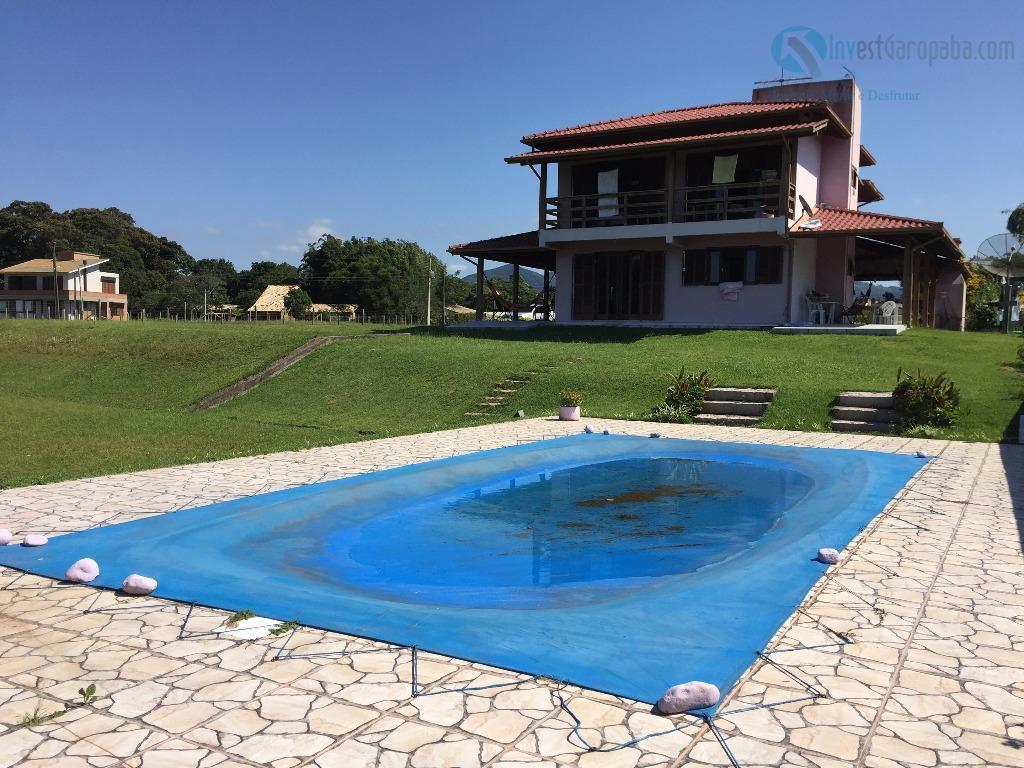 belíssima moradia localizada na beira da lagoa de ibiraquera, pátio todo gramado com pequeno bosque de...