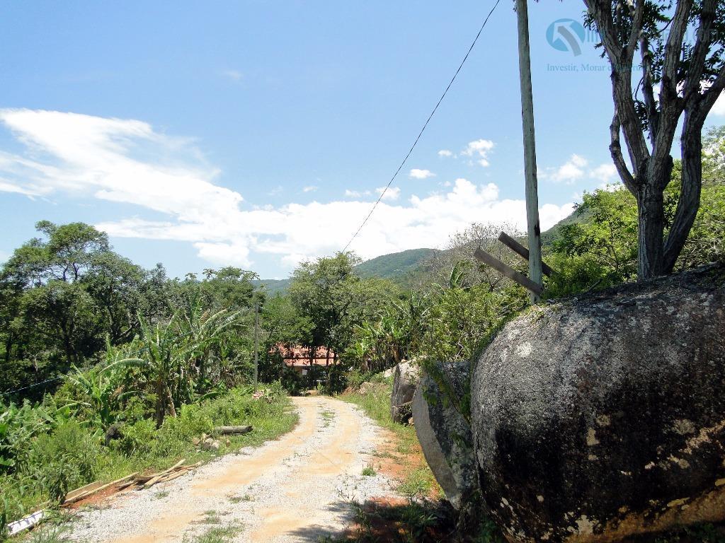 terreno com linda vista para a lagoa do macacú! localizado em local tranquilo, em meio a...
