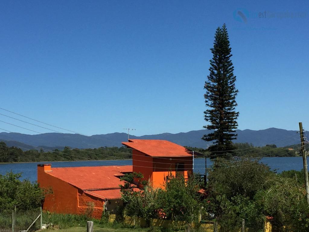 linda casa localizada na ponta da piteira, a poucos metros da lagoa. casa recém construída, nunca...