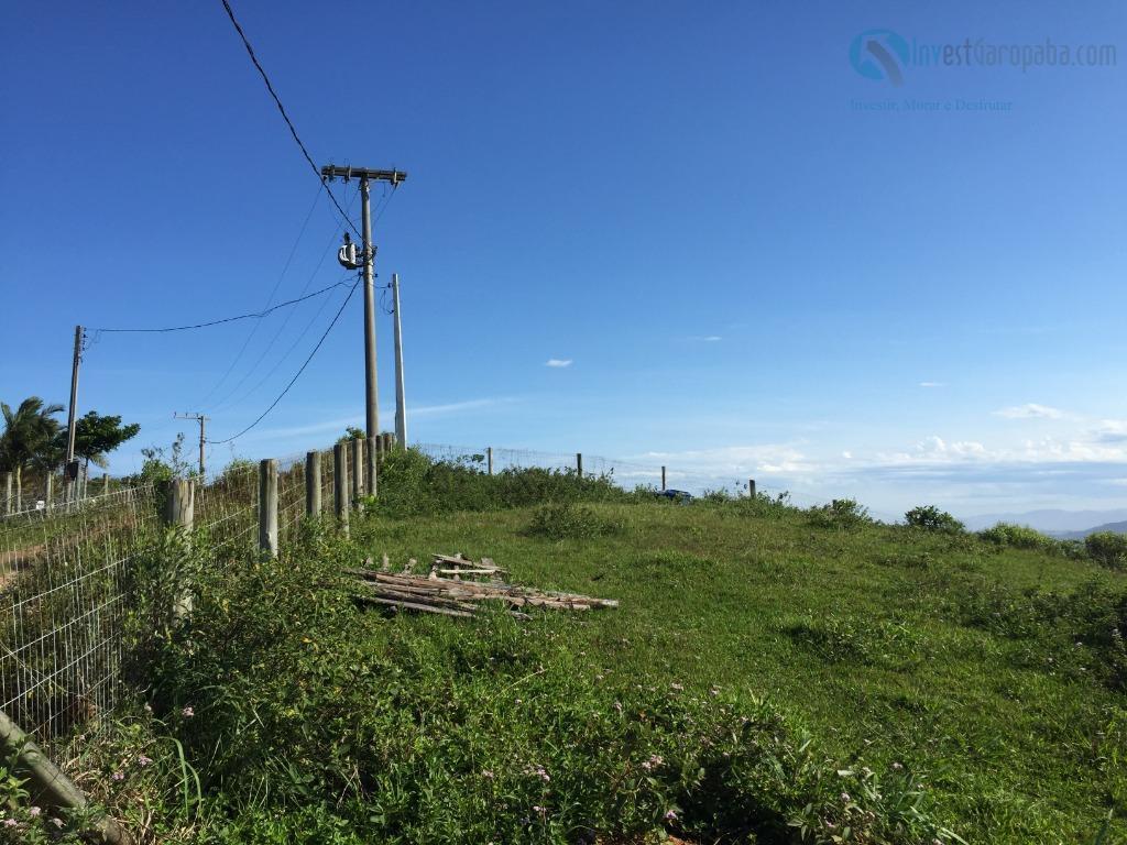 linda área medindo 4.000m², com acesso fácil. uma casa de alvenaria no terreno. viabilidade para construir....