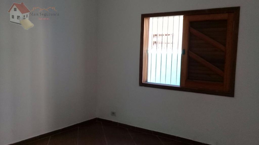 casa na vila mirim,ampla,com 2 quartos, banheiro, churrasqueira, sala, cozinha e com edicula...otima localização, lado praia,...