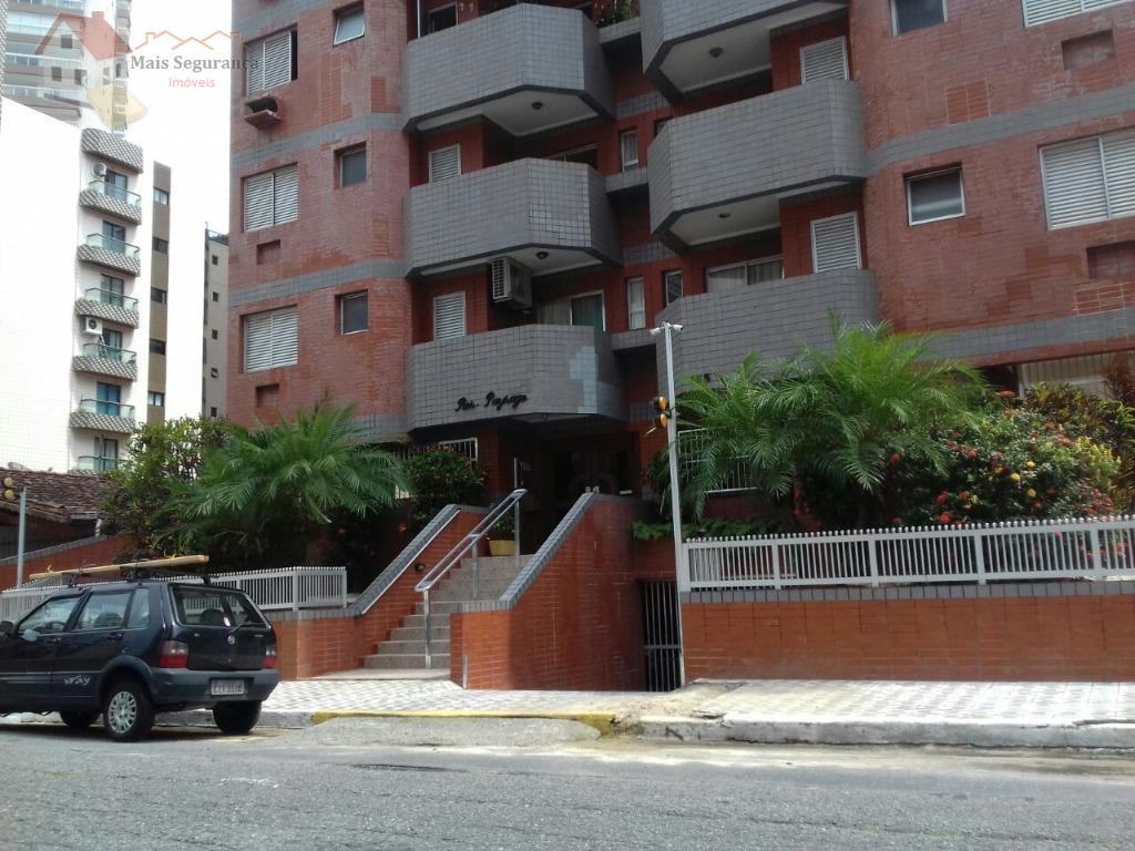apartamento de 2 dormitórios, muito espaçoso, bem localizado, uns 400 metros, ou menos da praia e...