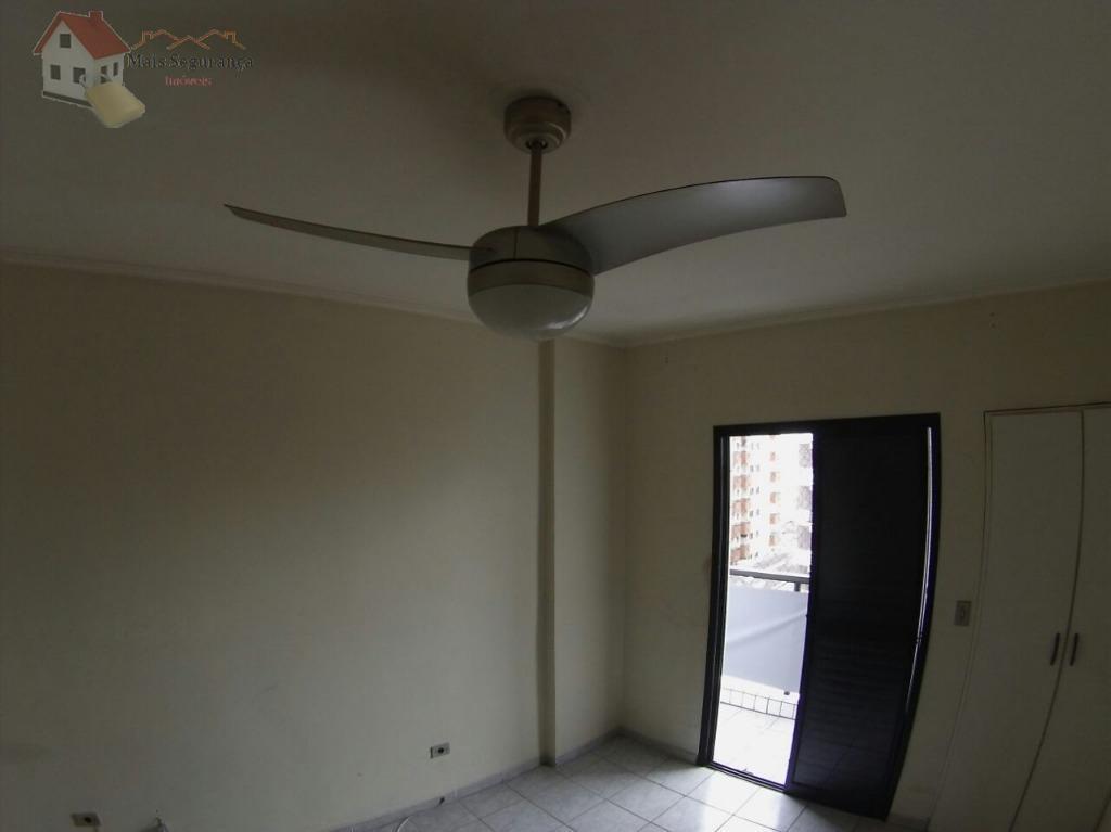 prédio tem circuito de câmeras, um elevador, o apartamento fica no 7 andar, que é o...