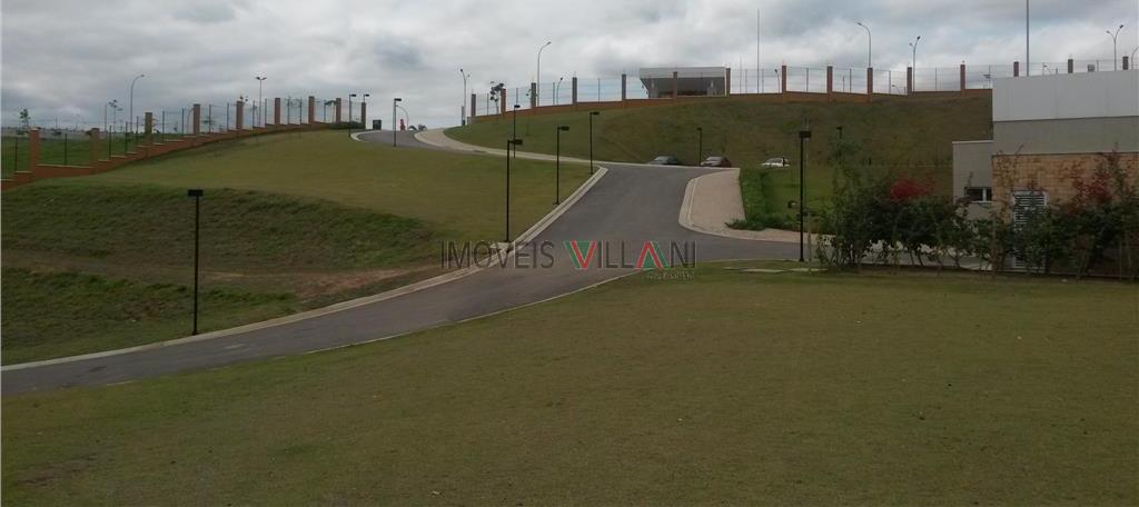 Belo terreno com 496 m² de alto padrão no Condomínio Alphaville.