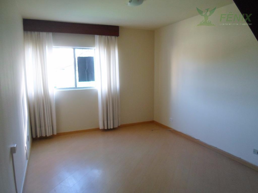 apartamento em excelente localização no juvevê.tipo duplex com 2 quartos com armários. aquecedor a gás