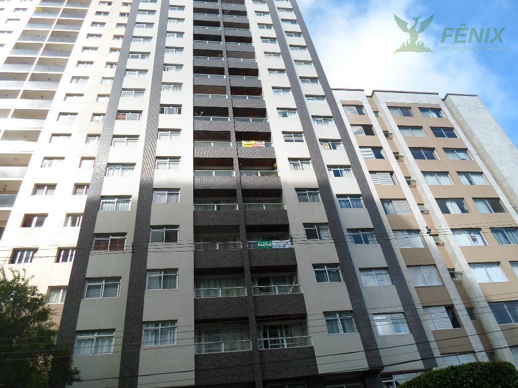 apartamento de 3 quartos, sendo um suíte, em ótima localização no centro de curitiba próximo ao...