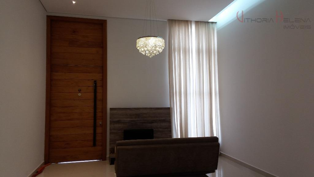 excelente residencia em bairro de alto padrão, com acabamento diferenciado, iluminação especial, lustres de cristais, louças...