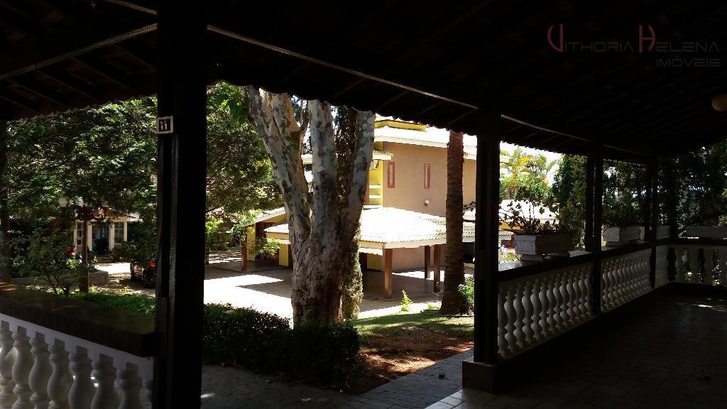 casa na cidade com 3.400m2 de terreno praticamente plano, todo murado, com 2 entradas, portão eletrônico,...