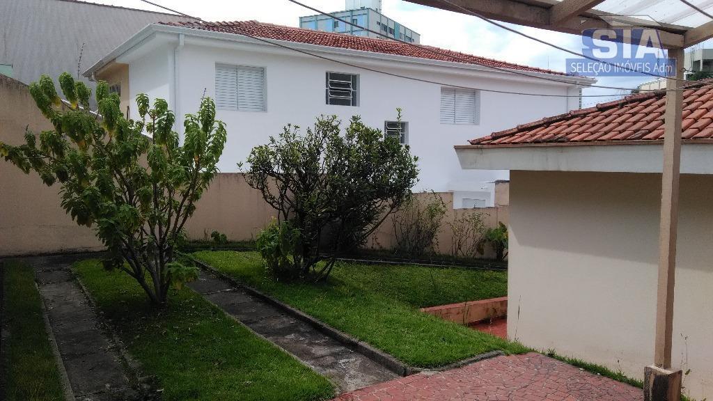 uma casa terreá com 3 dormitório sala para 2 ambiente e 2 banheiros muita area livre...
