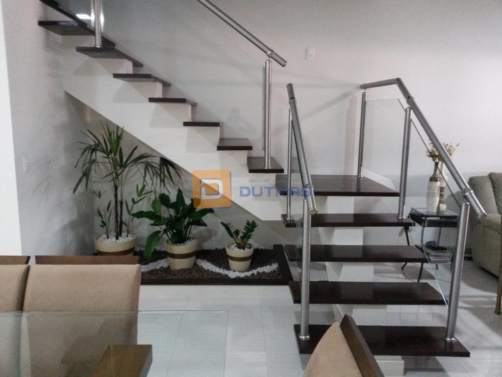 lindo sobrado em ótima localização, medindo 127,83m² de terreno e 167m² de construção, contendo 3 dormitórios...