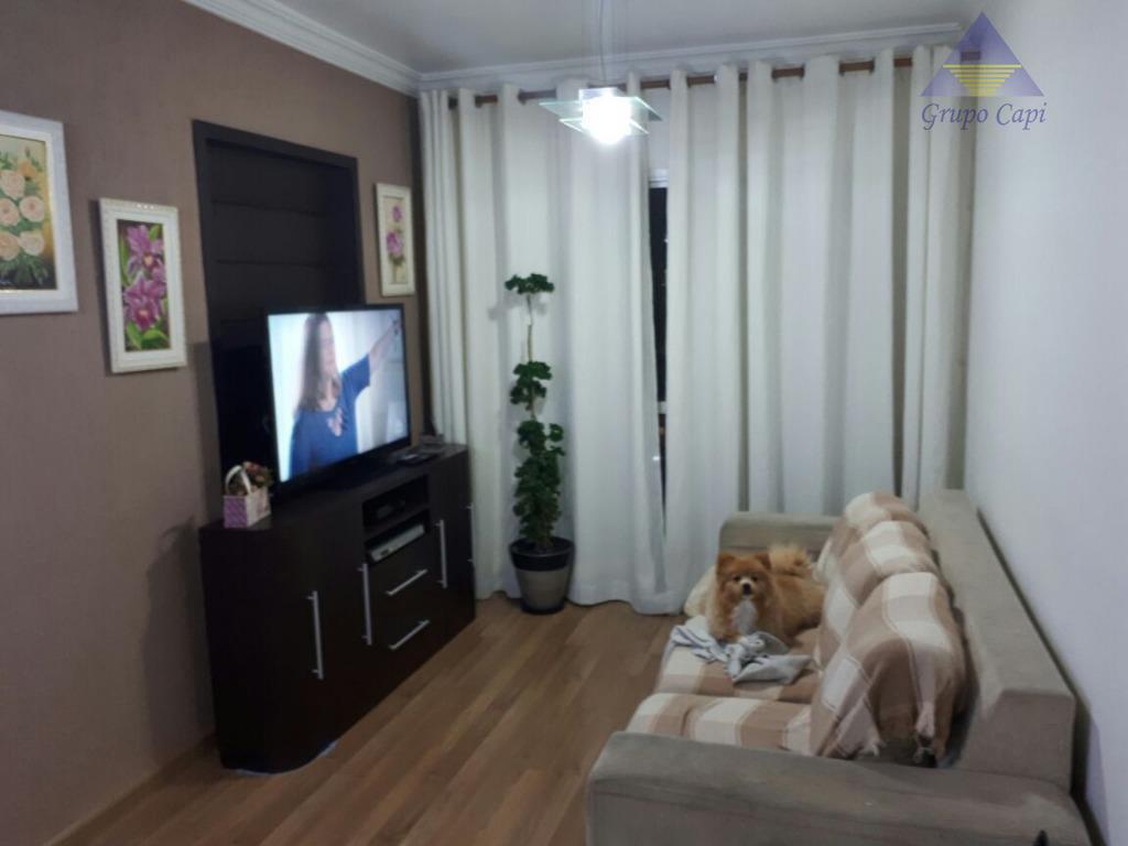 Apartamento com 3 dormitórios à venda, 70 m² por R$ 450.000
