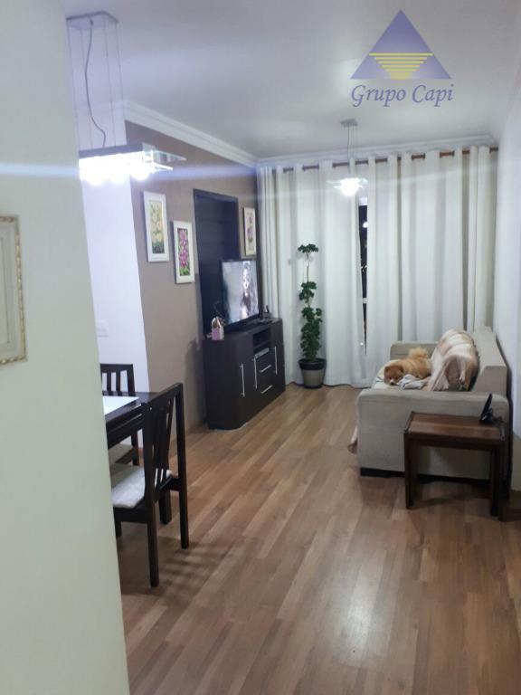 apto 3 dormitórios, 2 banheiros, ( sendo 1 suíte ), 2 vagas cobertas , 2 salões...