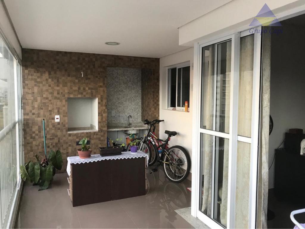 Apartamento com 3 dormitórios à venda, 107 m² por R$ 840.000