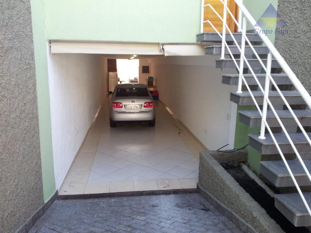 possui 3 dormitórios, sendo 1 suíte. ar condicionado em 2 quartos e na sala. jardim de...