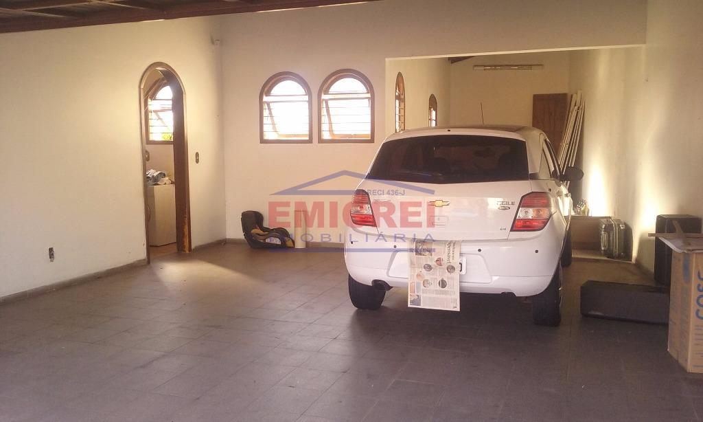 Garagem (até 4 carros)