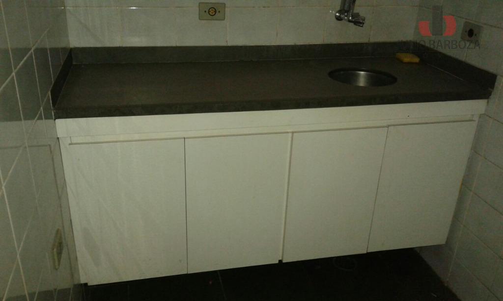 imóvel disponível para locação, composto por 2 banheiros, mezanino e copa com armário. localização privilegiada, próximo...
