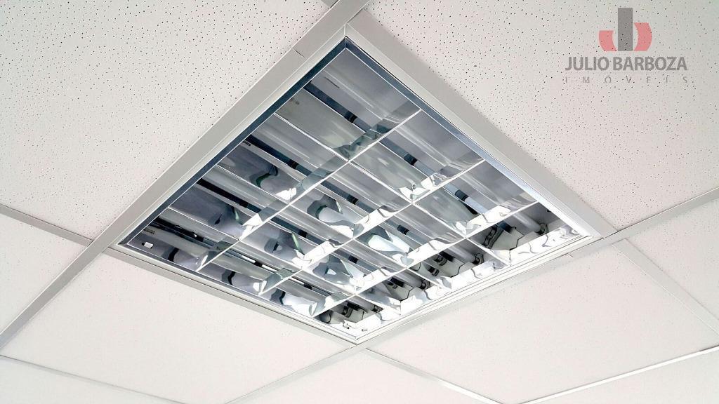 sala comercial disponível para locação, composta por 2 banheiros, ar condicionado e 9 vagas de garagem....