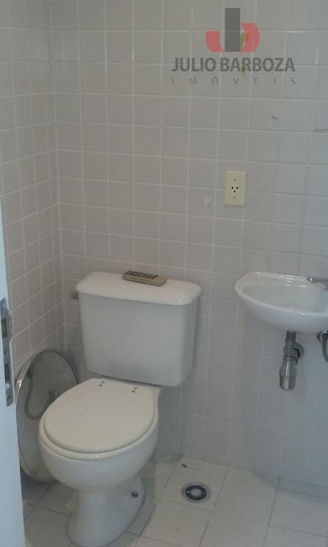 excelente sala comercial disponível para locação, composta por ar condicionado, 2 banheiros, cortina, piso carpete de...