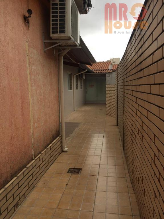 galpão térreo, com diversas salas individualizadas, 4 vagas de garagem coberta, próximo ao metro a pé,...