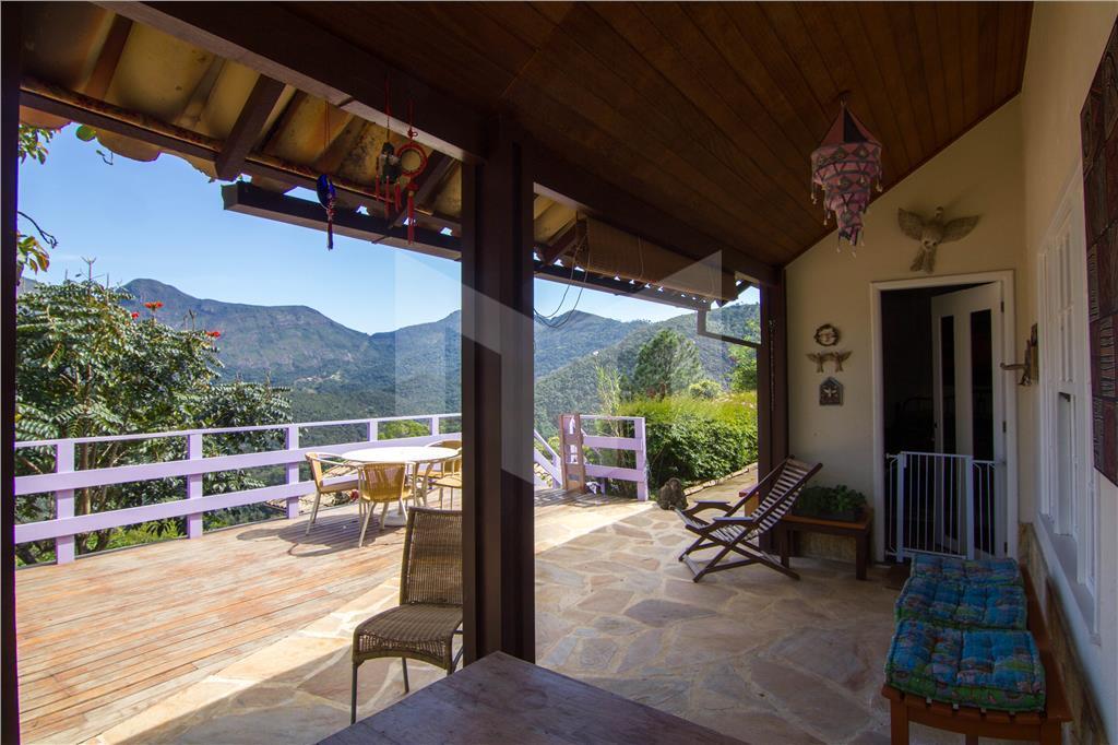 casa muito charmosa, em terreno de 2.125 m2, com vista linda em condomínio de fácil acesso...