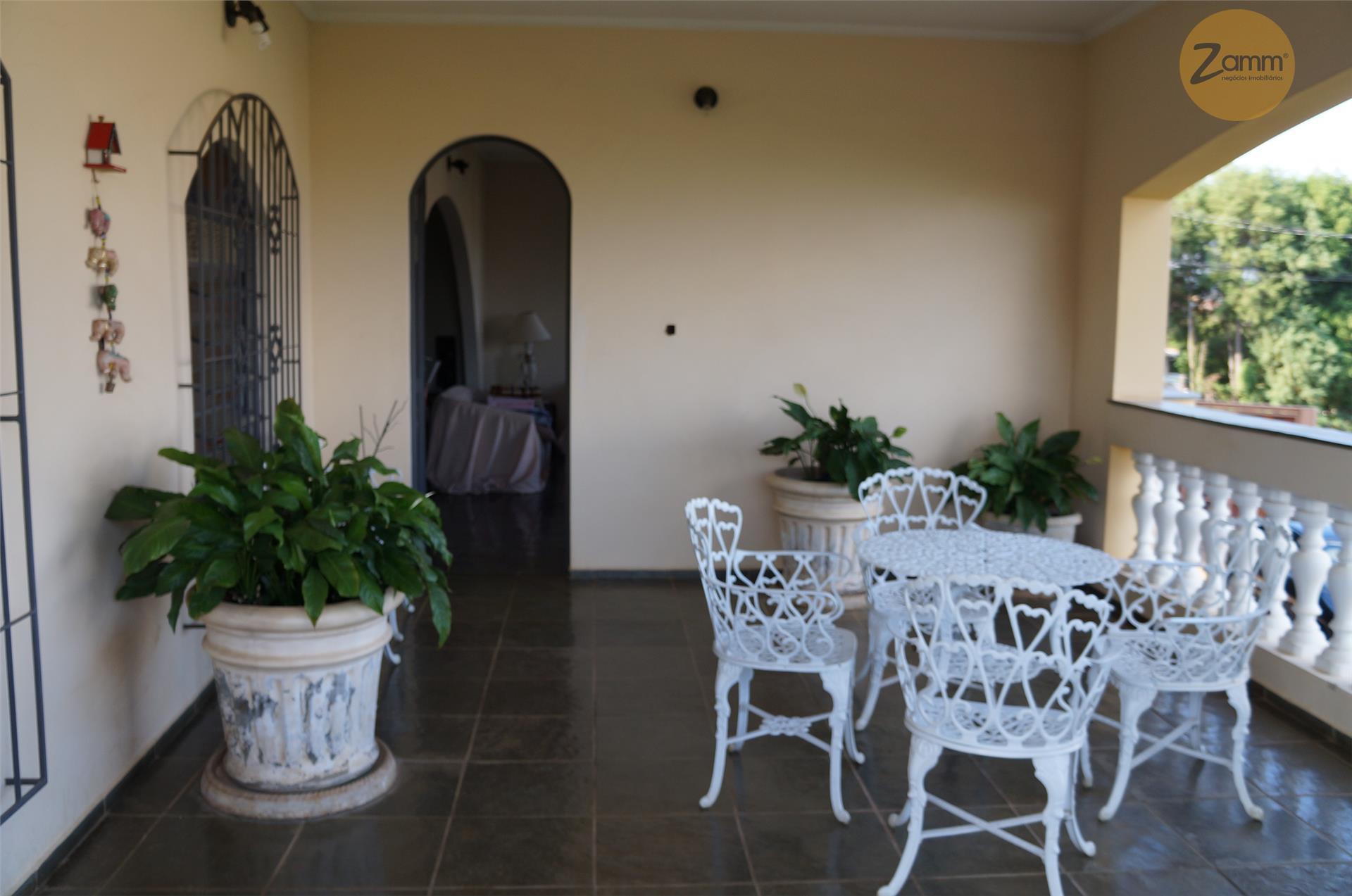 Casa de 3 dormitórios em Lenheiro, Valinhos - SP